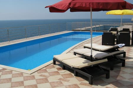 7 bdr villa with pool and sea view
