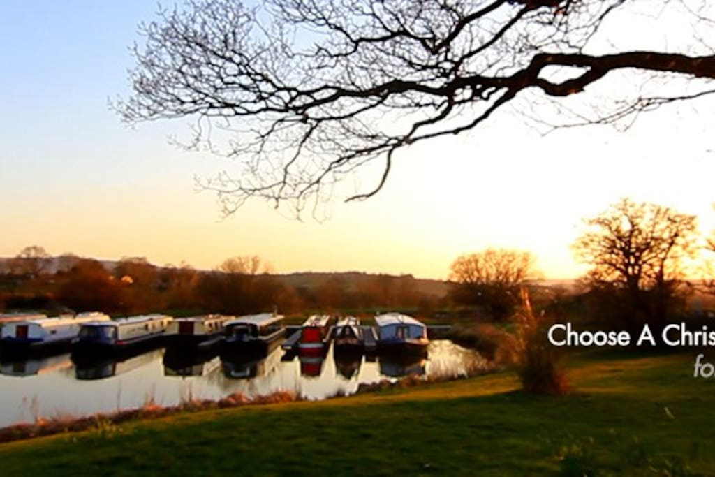 Private Boat Hire *Sleeps 6 Guests
