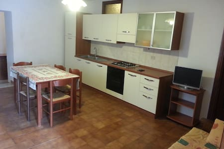 appartamento a Lustignano in centro paese - Wohnung