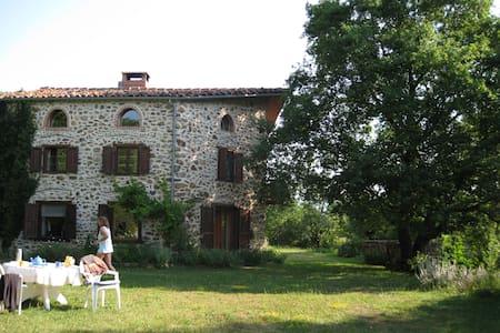 Belle maison au coeur de l'Auvergne - Casa