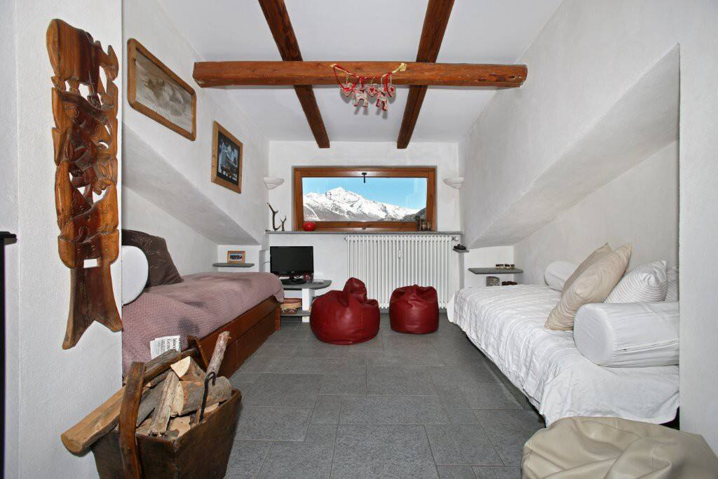 Attic OULX 2BR-ski slopes KlabHouse
