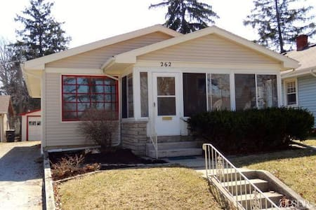 2 bdr (pos. 3rd)\900sf-1st floor - Cute Cottage - Fort Wayne