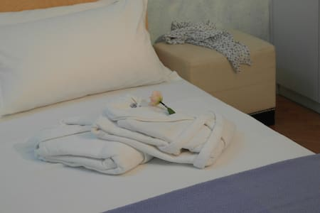 In Villa, B&B, camera matrimoniale + 1 letto sing. - Bed & Breakfast