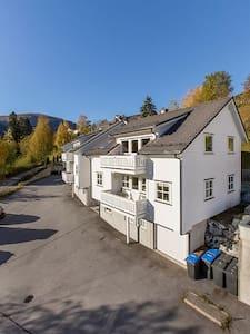 Mi casa su casa :) - Sogndal - Apartemen