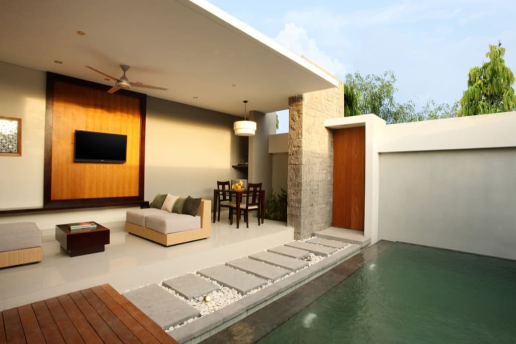 Living/Dinning/Private Pool