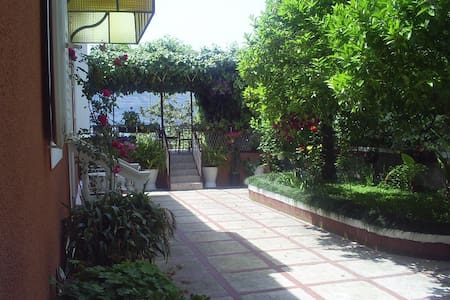 Апартаменты с садиком и террасой