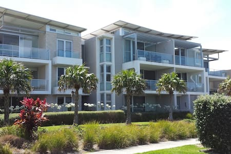 Modern 3BD apartment beach escape - Hawks Nest