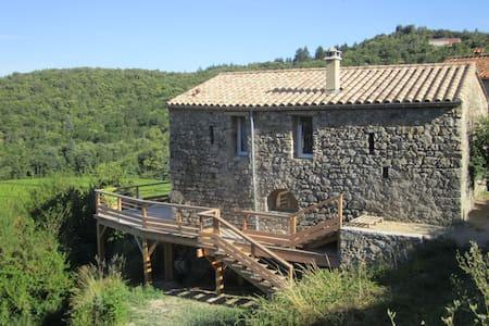 Maison typique en Cévennes dans la nature - Mandagout - House