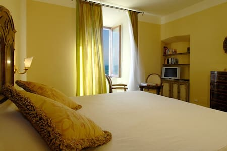 Luxury Room with Stunning View - Montepulciano