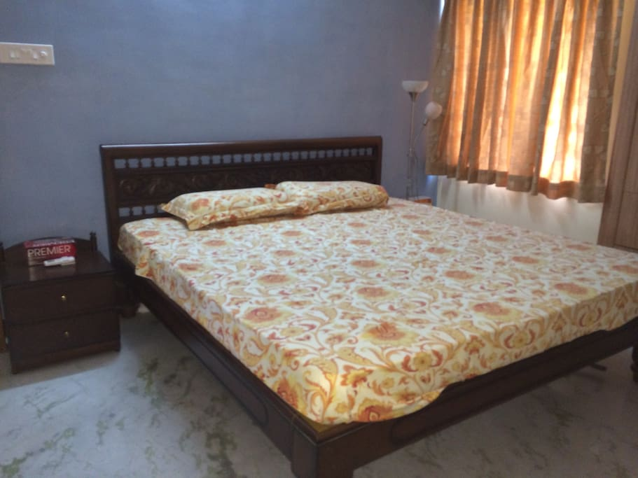 King size Bed for 2