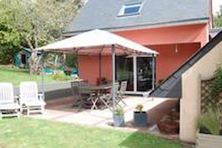 villa spacieuse quartier très calme - Saint-Martin-des-Champs - Villa