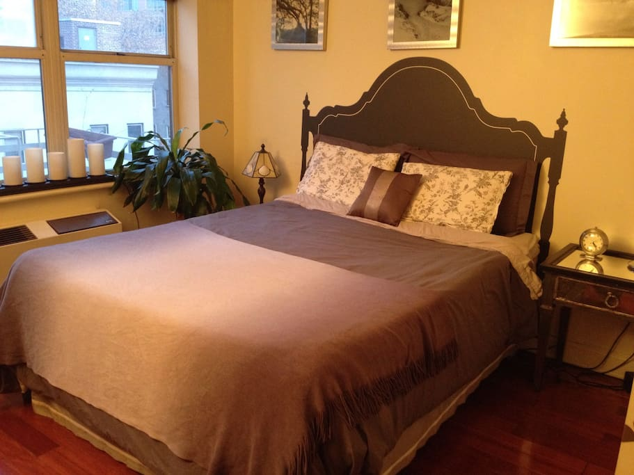 Queen size pillowtop bed