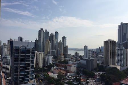 Habitacion en Zona Exclusiva . - Panama City