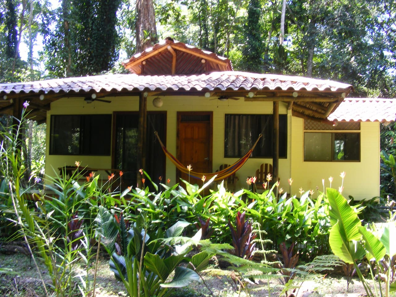nice house with 2 bedrooms and hot water near the beach
