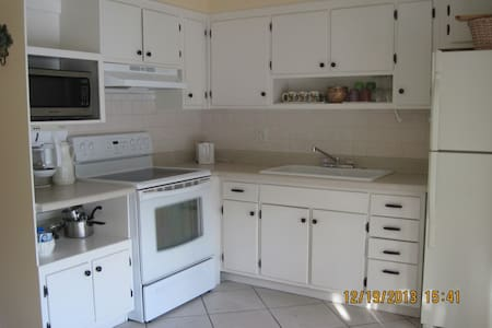 Spacious 2 br Waterfront- Boat Dock - Delray Beach
