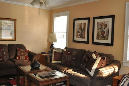 Cozy. Comfortable, and Convenient  - Orangeburg - House