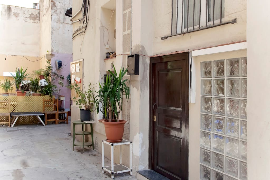 The patio is only for the neighbours and is a very typical kind of yard for the old city. No cars can enter, so no sounds of traffic even though in the heart of the bustling center!