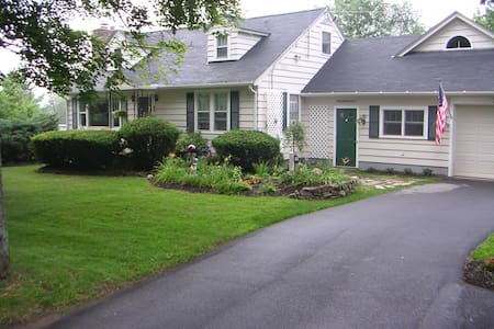 large pvt. BD & bath in the country - Guilford - House