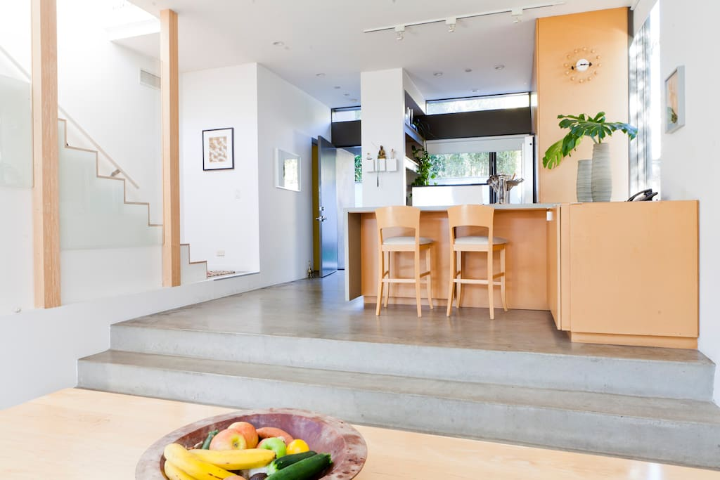 Two level modern Getty house with complete kitchen with counter bar.