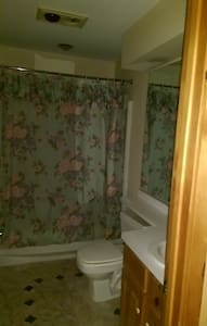 4 Bedroom 3 Bath Pocono Mountain Getaway Sleeps 10 - Townhouse