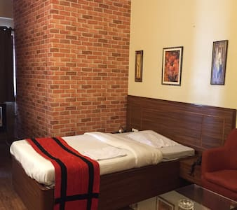 Cozy room in the heart of the city| Breakfast - Calcutta