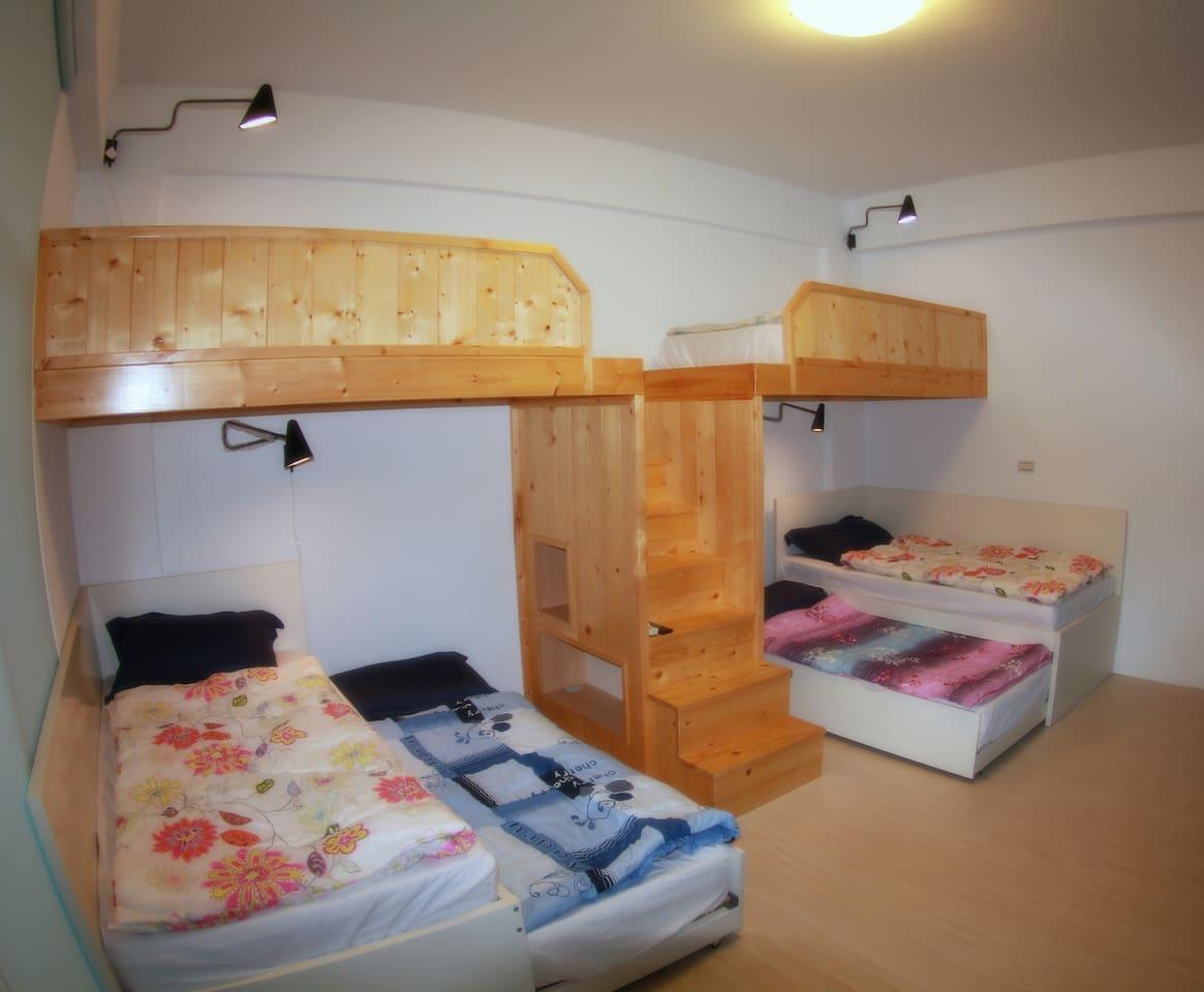 六人房,六張單人床