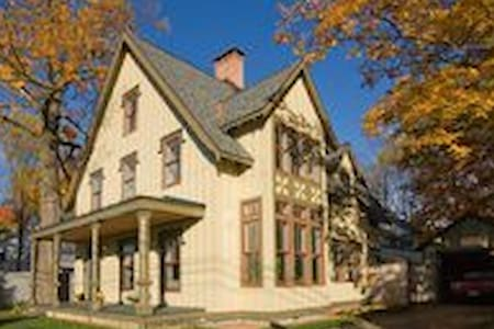 Walton Grove Cottage: master suite - Saratoga Springs - Bed & Breakfast