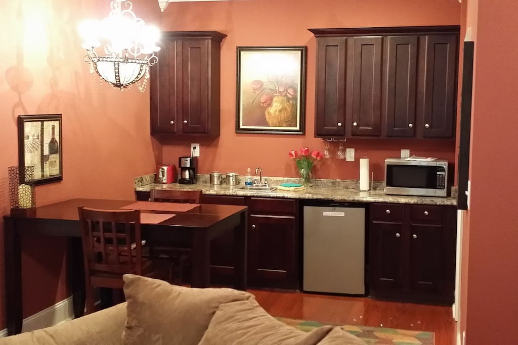 Wet Bar with Minifridge, Microwave, Desk/Table, Coffee maker, etc, in the room!!