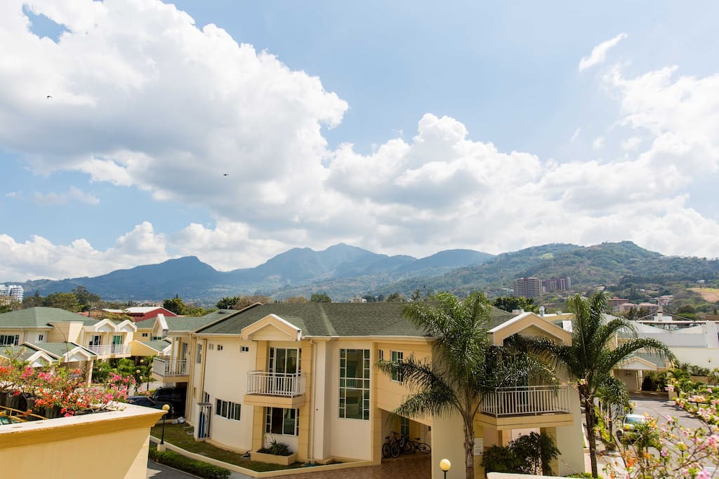 In the middle of Escazu a quiet and secure condo with expectacular views of Escazu Mountains
