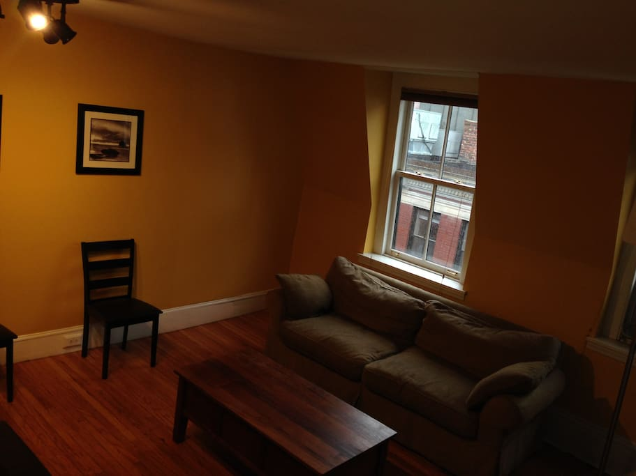 Spacious living room photo 2