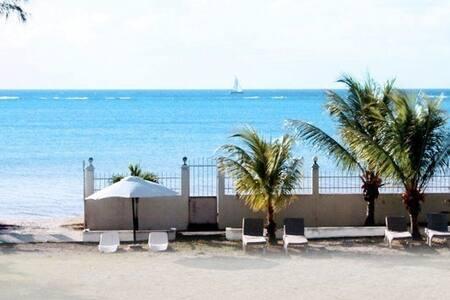 Chambre d'Hôte Cocotiers avec plage - Port Louis - Villa