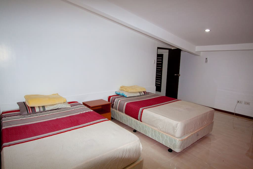 Spacious room with 2 semi-double beds