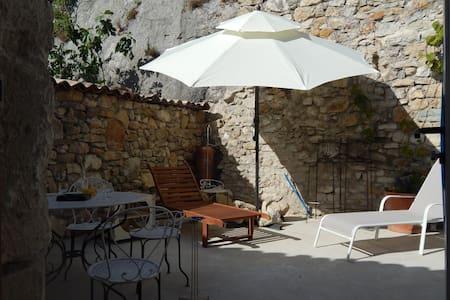 Confort moderne niché dans des remparts médiévaux - Apartemen