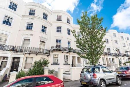 Historic Hove garden flat - Хоув - Квартира