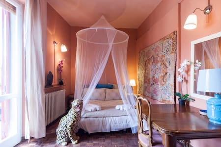 ETHNIC Single room with terrace, bathroom to share - Apartamento