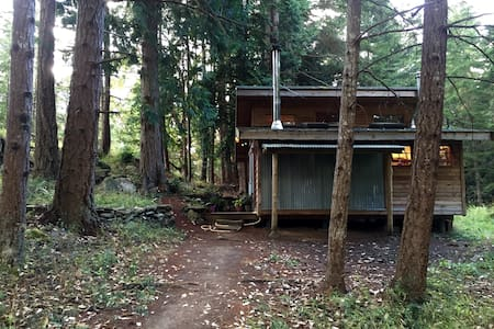 Perfect Meadow Cabin - Pender Island