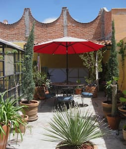 Artist's sunny studio located in Centro. - San Miguel de Allende - Haus