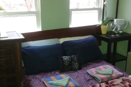 """TREETOP"" Private Deluxe Near Metro - Philadelphie - Bed & Breakfast"