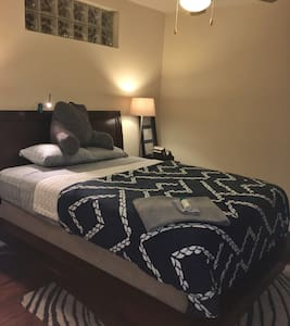 Beautiful room in historic downtown Petersburg - Loftlakás