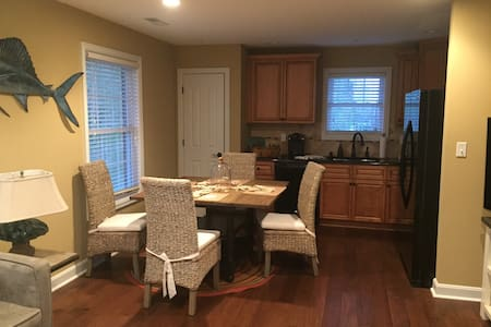 adorable apartment for derby weekend - Crestwood