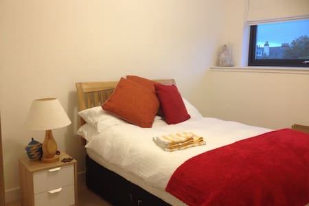 Double Room in Bright New House - Casa