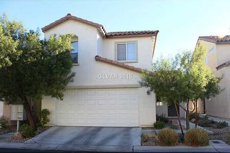 Cute and Quiet Home away from Home! - Las Vegas - House