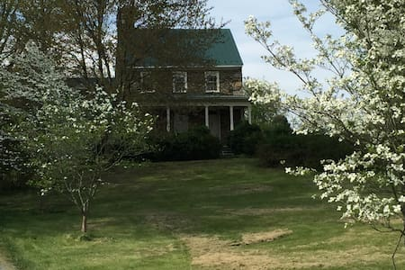 Charming 1780 stone house - Purcellville