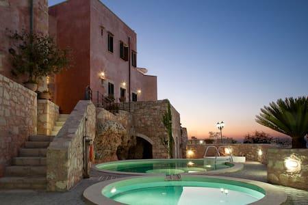 Sea & Mountain Views, Kastellos Traditional Houses - Kastellos - Villa