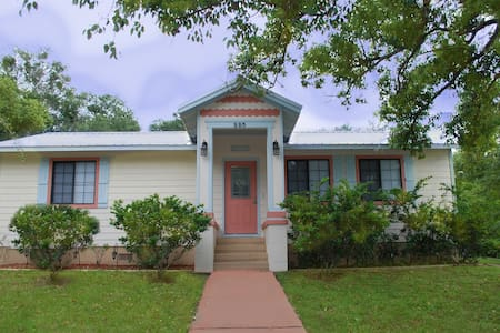Cutest Cottage in the Cutest Town!! - Mount Dora