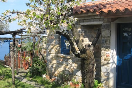 Charming Little House in Piran - Cabaña