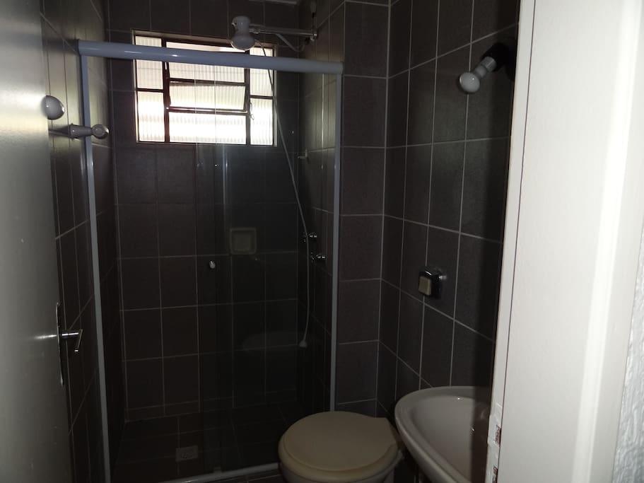 Banheiro completo do piso térreo