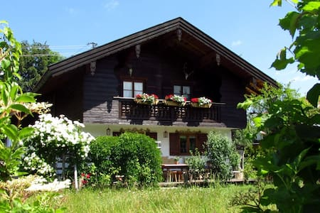 Landhaus Liesel - big, central and cozy! - Bad Wiessee - Apartment