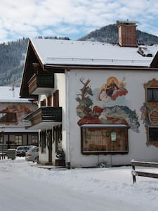 3 BR Apartment for the whole family - Unterammergau - Bed & Breakfast