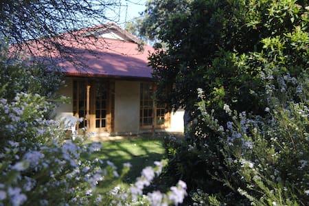 Spacious Rural Retreat on K.I. - Rumah